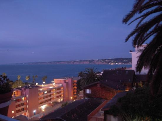 La Valencia Hotel: even the night view from our room was fun