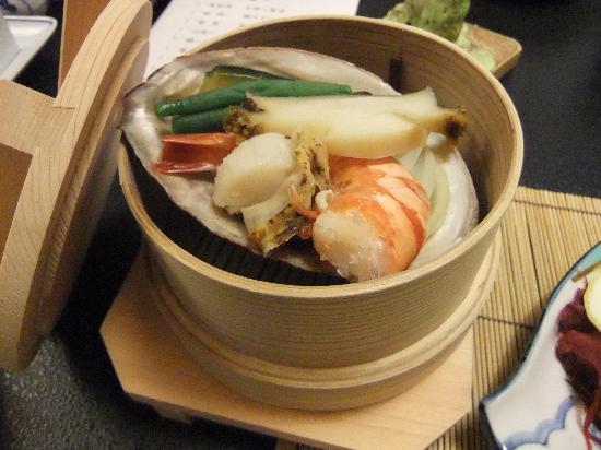 Sakura: 海鮮と野菜の蒸し物