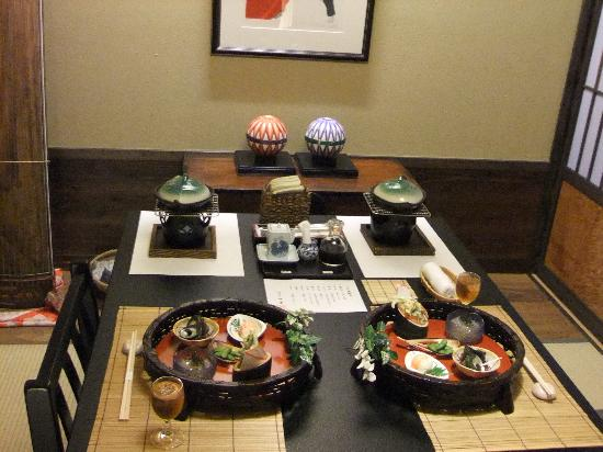 Sakura: 御食事処で頂きます