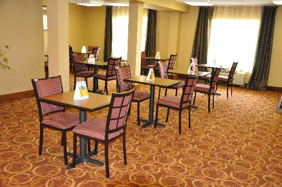 Quality Inn & Suites Hagerstown: Breakfast Area