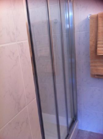 Lunika Hôtel : douche