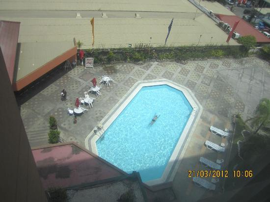 Grand Regal Hotel: The pool on the 5th floor Sundeck as seen from the 9th floor