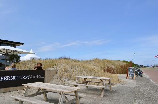 Strandhotel ZandtaanZee : Terras aan de zuid-oost kant