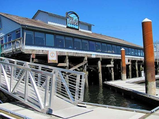 Mo's Seafood: Mo's from dock