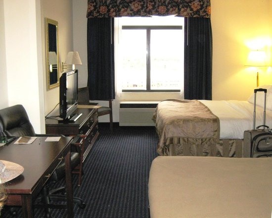 Fairfield Inn & Suites Lynchburg Liberty University: King Size Bed & Unfolded Couch