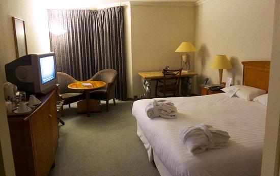 Millennium Hotel Paris Charles De Gaulle By Night Photo De