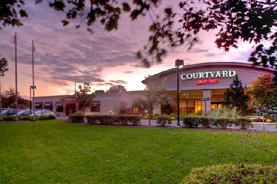 Courtyard Montvale: Front Entrance of Hotel and Fire & Oak American Grill