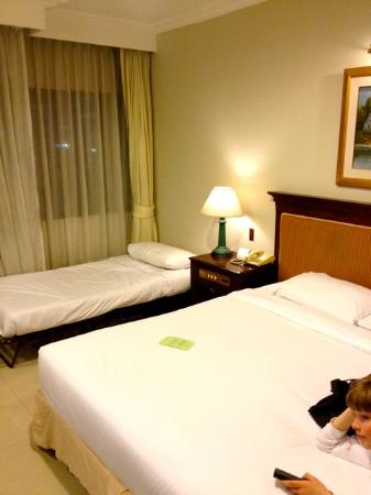 Forum Park Hotel: Bedroom, with added single bed