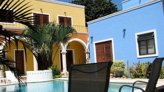 Merida Santiago Hotel Boutique: Pool and Rooms