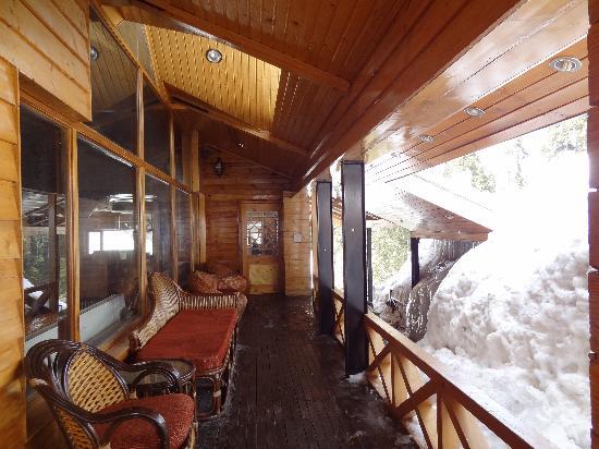 Heevan Retreat Gulmarg: Sitting area out side..