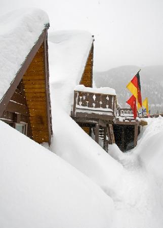 Hotel St Bernard: Lots of snow!
