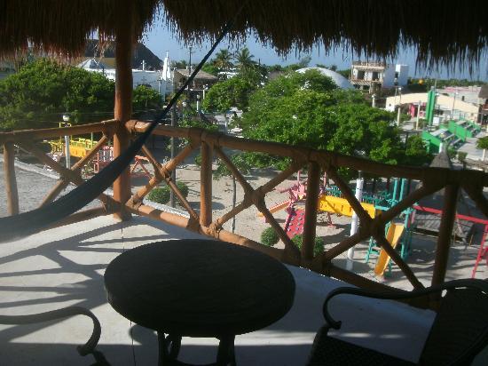 Hotel Casa Lupita: El balcón con vista a la placita