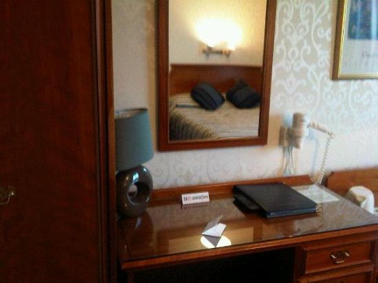 Helen Hotel: Nice work area