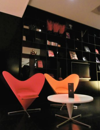 citizenM Schiphol Airport: Lobby