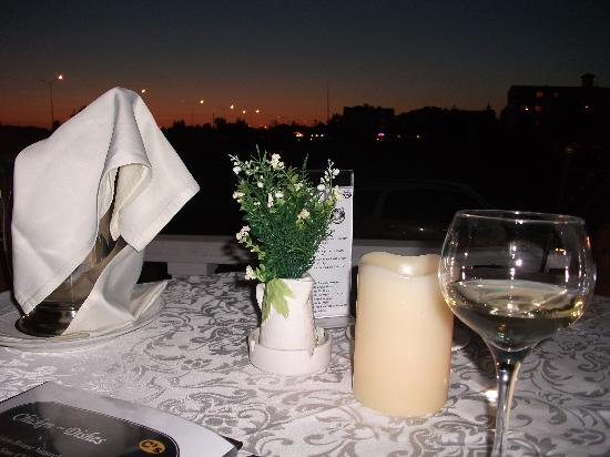 Conny's Hotel: Table at sunset
