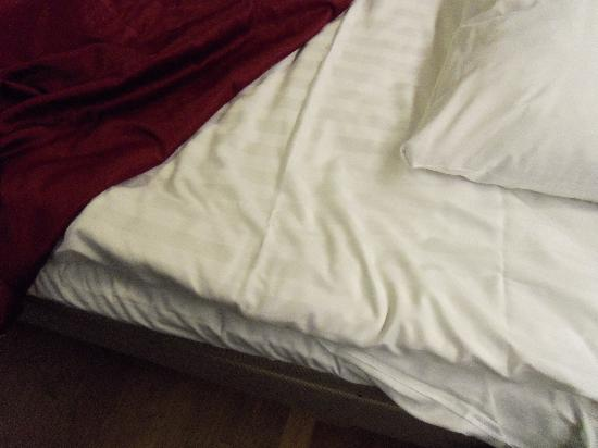Original Sokos Hotel Vantaa: wasn't quite sure if I was to sleep on this mattress pad, but then realize it was the duvet tuck
