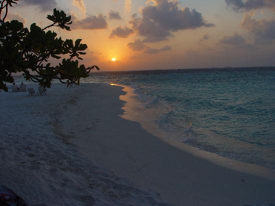 Thulhagiri Island Resort: et savourer un coucher de soleil en amoureux