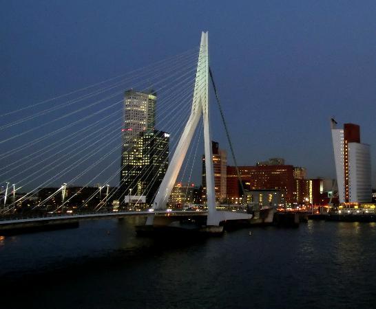 Maritime Hotel Rotterdam: Dusk