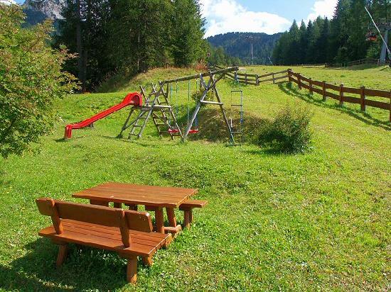 Residence Apartments Risaccia: kids playground