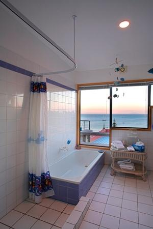 Palm Beach Lodge: View from the bathroom