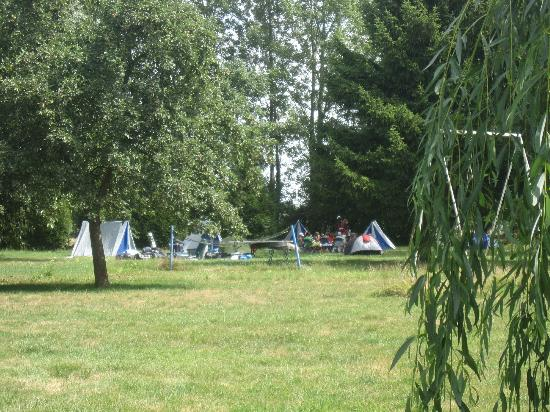 Aire Naturelle de Camping du Domaine de Laverriere: Also host holiday center