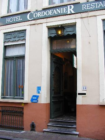 Hotel Cordoeanier: Entrance to the hotel
