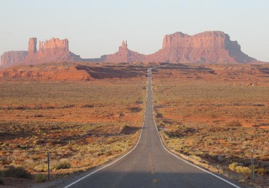 Monument Valley Navajo Park: The famous view from Milepost 13