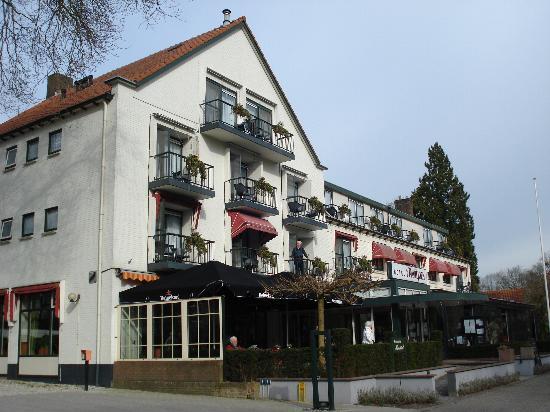 Hotel 't Paviljoen: Front view of the hotel