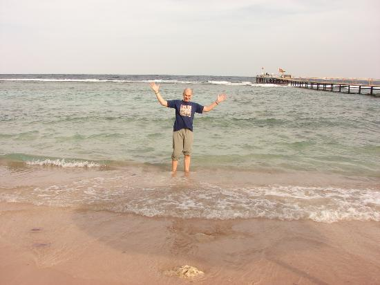Tamra Beach: Босиком в море не зайти