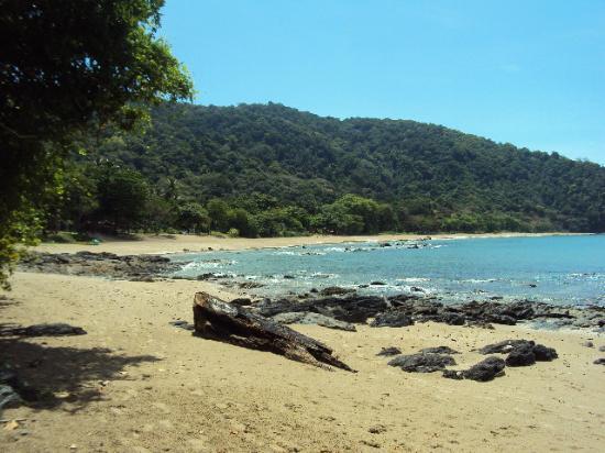 Bamboo Bay Resort: Beautiful quiet beach