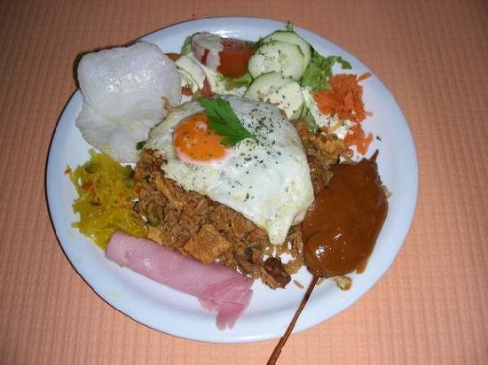 Hollandaise: indonesian rice dish ( nasi goreng )