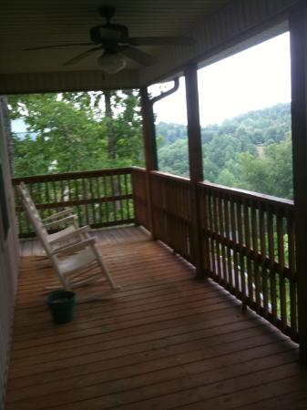 Smoky Mountain Resort, Lodging, & Conference Center: Porch View