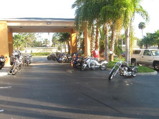 Super 8 Daytona Beach: Bike week in full swing !!