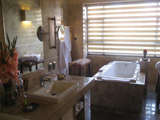Sol y Luna - Relais & Chateaux: Tub area
