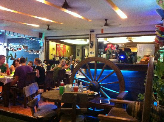 โรงแรมเลมอนแกรสป่าตอง: Lemongrass Restaurant
