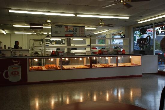 Meche's Donuts: Inside seating area and sales
