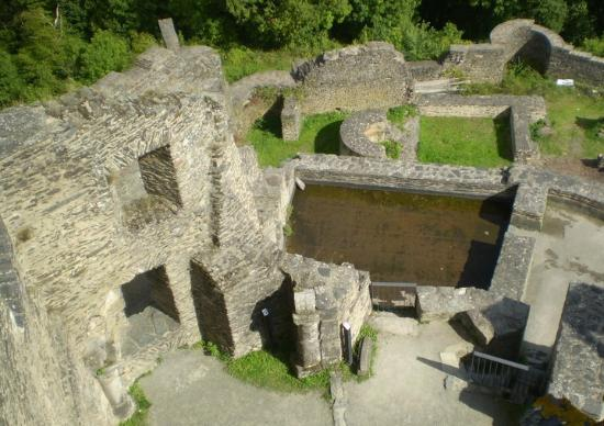 Bourscheid Castle : Ruins of kitchen