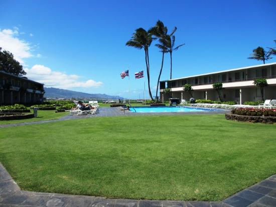 Maui Seaside Hotel: Pool area