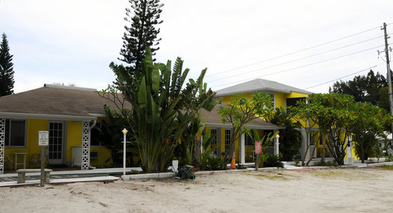 Beach Side Palms: getlstd_property_photo