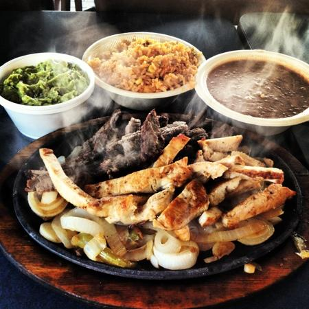 Taco Palenque Jr.: Chicken & Beef Fajitas (Parriadilla par Dos) - Sizzling Hot