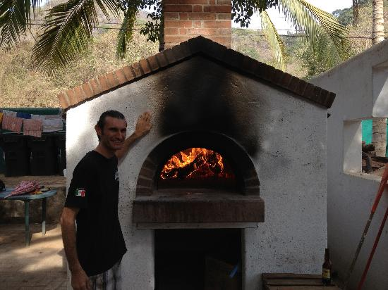Jardin del Eden: Jean Pascal & wood fired brick oven