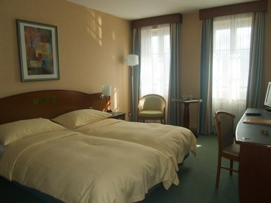 Hotel du Port: our double room with lake view
