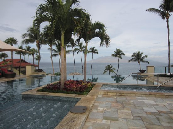Four Seasons Resort Maui at Wailea: Adult pool in the early morning