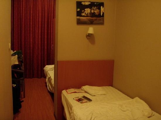 Inner Hotel: Room 117