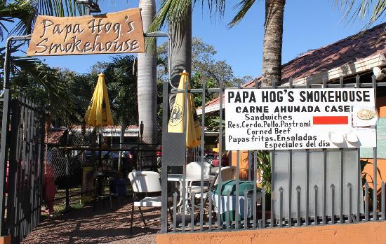 Papa Hog's Smokehouse: Papa Hog outdoor dining