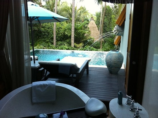 Four Seasons Resort Koh Samui Thailand: view from bathtub