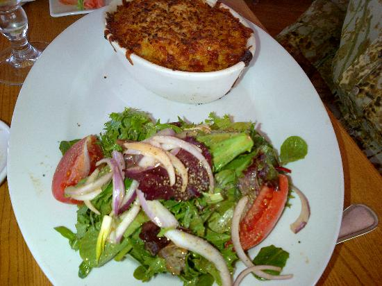 Inlet Seafood Restaurant: Lobster Mac & Cheese- with salad