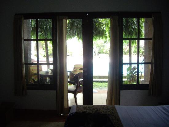 Puri Sading Hotel: Poolside room