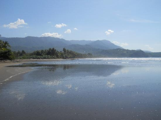 Cabinas los Laureles: awesome beach