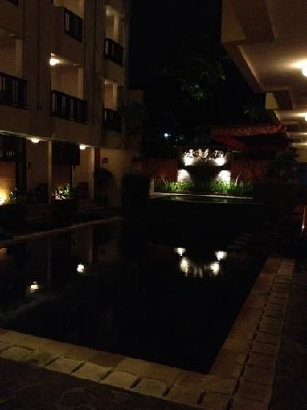 Losari Hotel & Villas: プールを囲うように部屋がありました